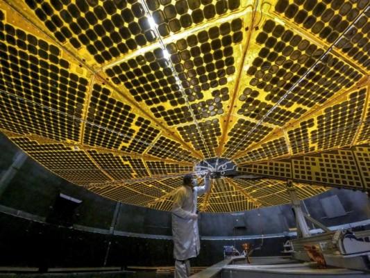 태양전지판 펼치고 '공포의 20분' 넘겨라…12년 대장정 트로이 소행성 탐사 본격 채비