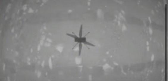 화성 무인헬기 '인저뉴이티' 하늘 날았다...첫 동력비행 성공(2보)