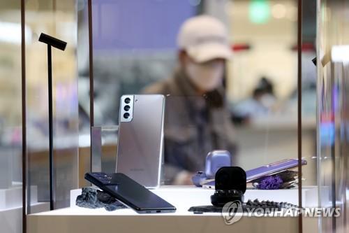 갤럭시S21 끌고 갤럭시A 밀었다…1분기 삼성폰 영업익 4.4조원