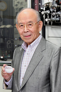 청색 LED 최초 개발해 노벨상 받은 아카사키 이사무 교수 별세