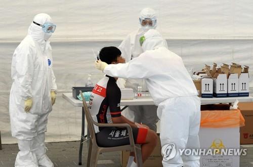 서울 학교 이동형 PCR 검사서 초등학생 1명 확진…첫 사례(종합)