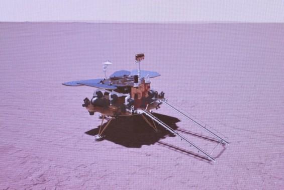 중국 화성 탐사 로버 착륙 성공…미·중 우주개발 경쟁 구도 굳어진다
