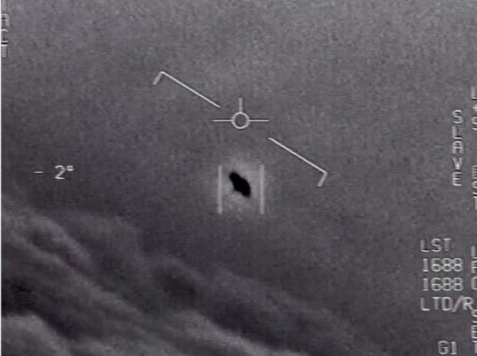 """미 정보당국 """"UFO가 뭔지 결론 내리기 어렵다""""…외계인 존재 가능성 배제 안해"""
