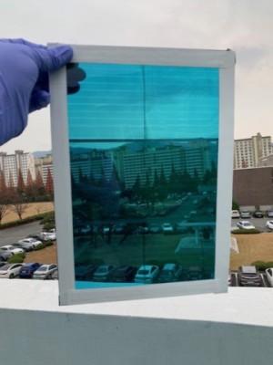 연구실 창문, 그냥 유리 아니라 태양전지로 만든 '스마트 윈도'였네