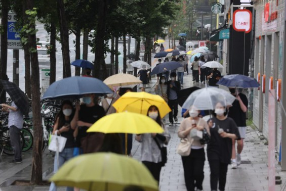 주말 전국에 비,하지만 계속 덥다…낮 기온 35도
