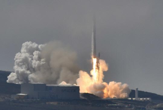 대만이 자체 개발한 포모사 위성5호가 2017년 8월 25일 새벽, 미국 캘리포니아주에서 스페이스X의 팰컨9에 실려 성공적으로 발사됐다. 국가우주기구 제공