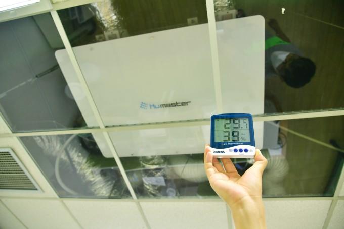서울 성북구 한국과학기술연구원(KIST) 원내 창업기업 ′휴마스터′ 사무실에 설치된 휴미컨은 제습을 활용한 냉방을 하는 ′휴미컨′을 설치해 둬 온도는 29도지만 습도는 39%에 불과했다. KIST 제공