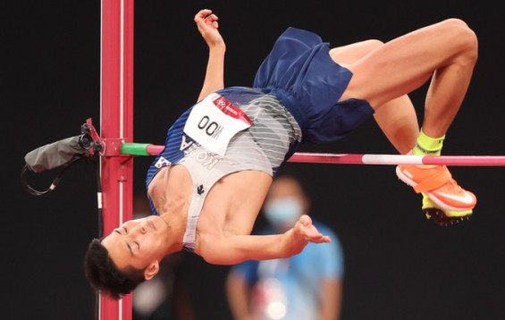 [올림픽의 과학]키가 작아도 높이 뛰려면 '엉덩이를 들어라'