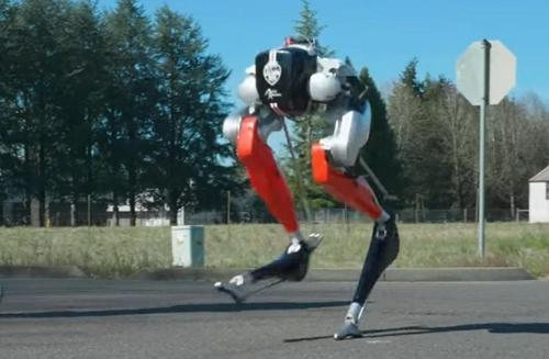 미 로봇 스스로 학습해 두발로 5km 달리기 성공…세계 최초