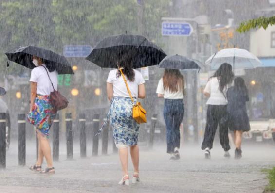 주중 전국 곳곳 비·소나기…주말에도 강원 영동 빼고 비 소식