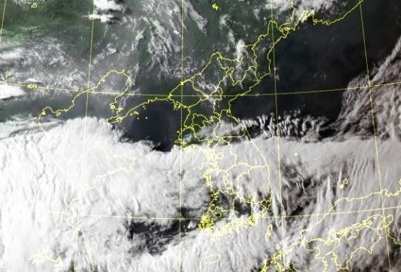 태풍에 정체전선, 저기압까지 조건 다 갖췄다…25일까지 시간당 최대 70mm 큰 비