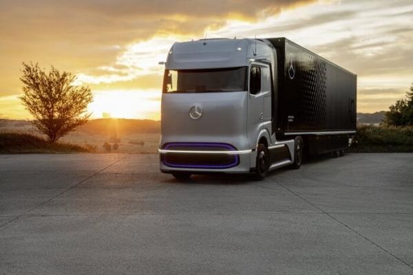 다임러트럭의 수소연료전지 트럭 ′GenH2′(젠H2). 다임러 트럭 AG와 볼보트럭은 중장비 차량용 연료전지시스템 개발과 생산, 판매 등을 담당할 합작회사 셀센트릭을 설립했다. 다임러 제공