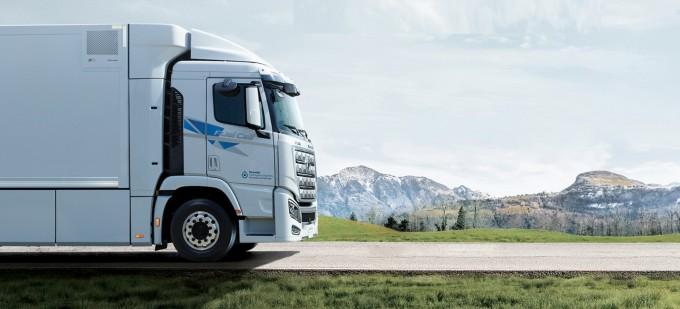 현대자동차가 2020년 양산한 대형 수소전기트럭 '엑시언트'는 8~20분간 수소를 충전해 최대 약 400km를 주행한다. 차량 총중량은 34t(톤) 급이다. 현대자동차 제공