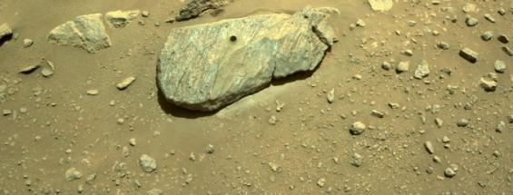 미 탐사선 퍼시비어런스, 화성에서 서류 가방 크기 암석 뚫어 시료 첫 채취