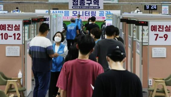 코로나19 신규 확진 2289명 월요일 '최다'…국민 4명 중 3명 접종
