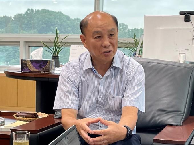 이조원 원장이 7일 대전 유성구 나노종합기술원 집무실에서 나노종기원의 계획에 대해 설명하고 있다. 나노종합기술원 제공