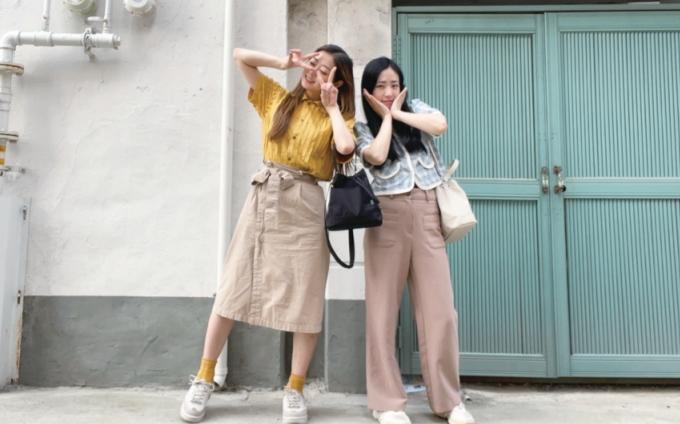 지속 가능한 패션이 목표인 쏘왓은 화려한 패션 업계 이면의 환경파괴에 이의를 제기하는 두 디자이너, 채연서 대표(왼쪽)와 소설희 대표가 뭉쳐 탄생했다. 쏘왓 제공