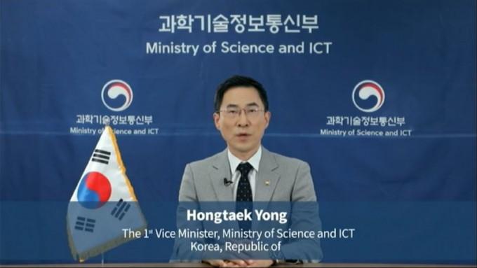 용홍택 과학기술정보통신부 1차관은 20일부터 24일까지 오스트리아 비엔나 IAEA 본부에서 열린 65차 IAEA 정기총회에 참석해 21일 기조연설을 통해 한국 정부의 입장을 밝혔다. IAEA 홈페이지 캡처