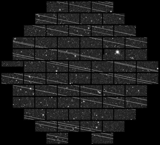 위성이 날아오는 순간 천체 관측 카메라는 눈을 감는다