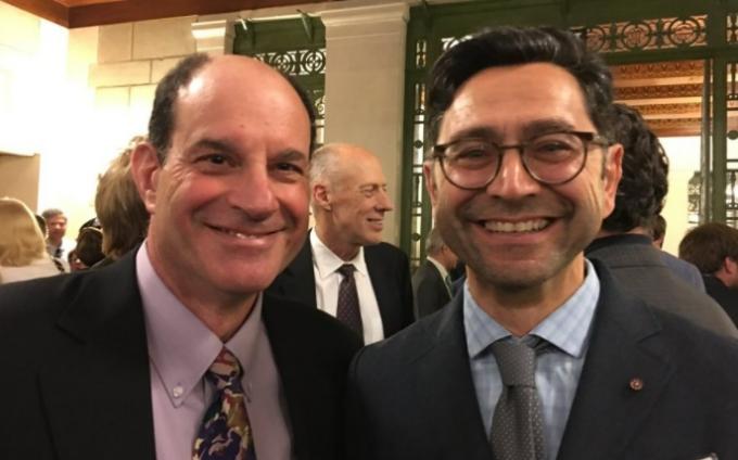 2021 노벨 생리의학상 수상자인 데이비드 줄리어스 미국 샌프란시스코 캘리포니아대 생리학과 교수(왼쪽),  아뎀 파타푸티언 미국 스크립스연구소 신경과학과 교수.아뎀 파타푸티언 트위터 캡쳐