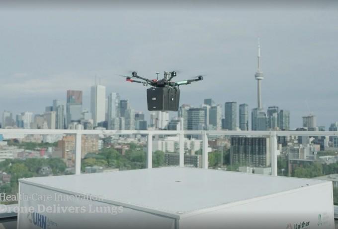 캐나다 토론토에서 살아 있는 폐를 드론으로 이송해 다른 환자에 이식하는 수술에 성공했다. 살아 있는 장기를 드론으로 운송한 것은 이번이 세계 최초다. 캐나다 CBC뉴스 영상 캡처